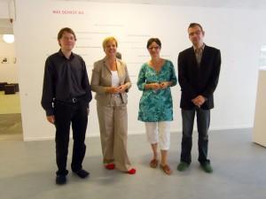 Dr. Eva Högl MdB beim Besuch in der Ausstellung