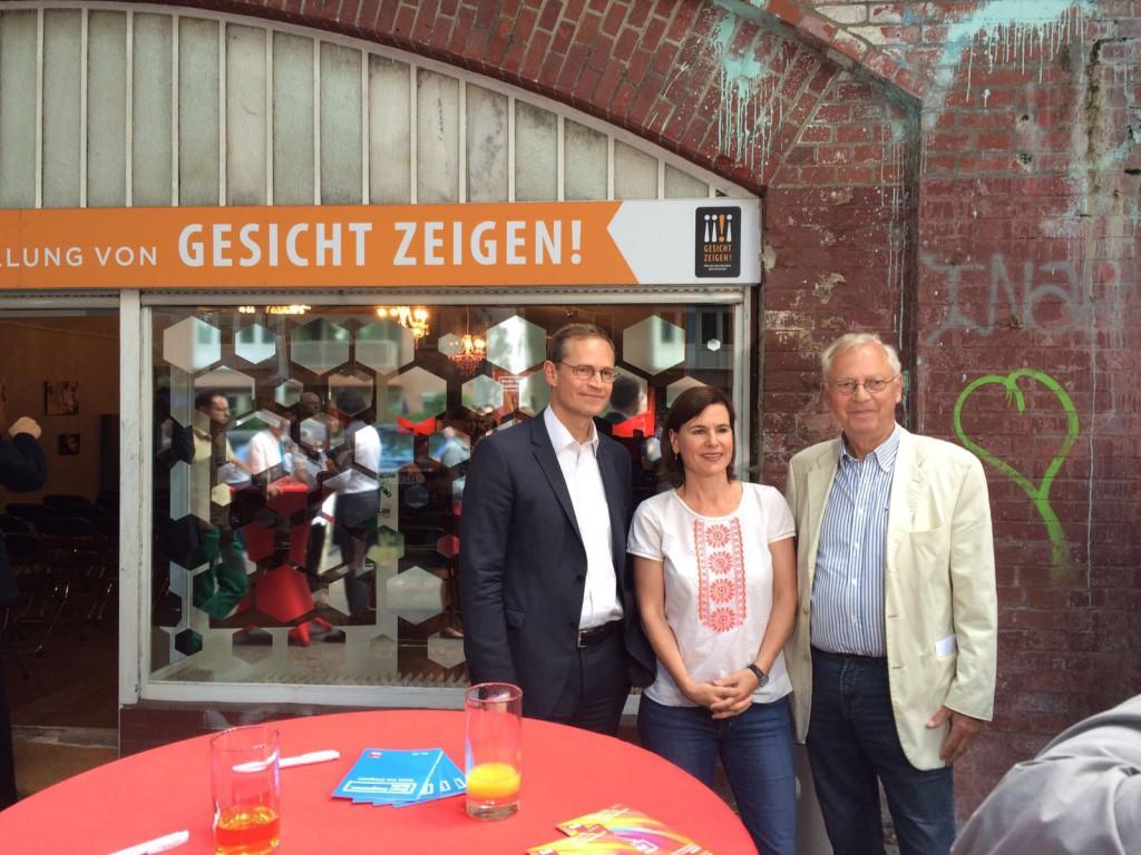 Der Regierende Bürgermeister von Berlin neben Sophia Oppermann und Uwe-Karsten Heye, Gesicht Zeigen!