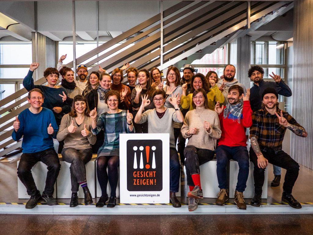 Gruppenfoto Team von Gesicht Zeigen!